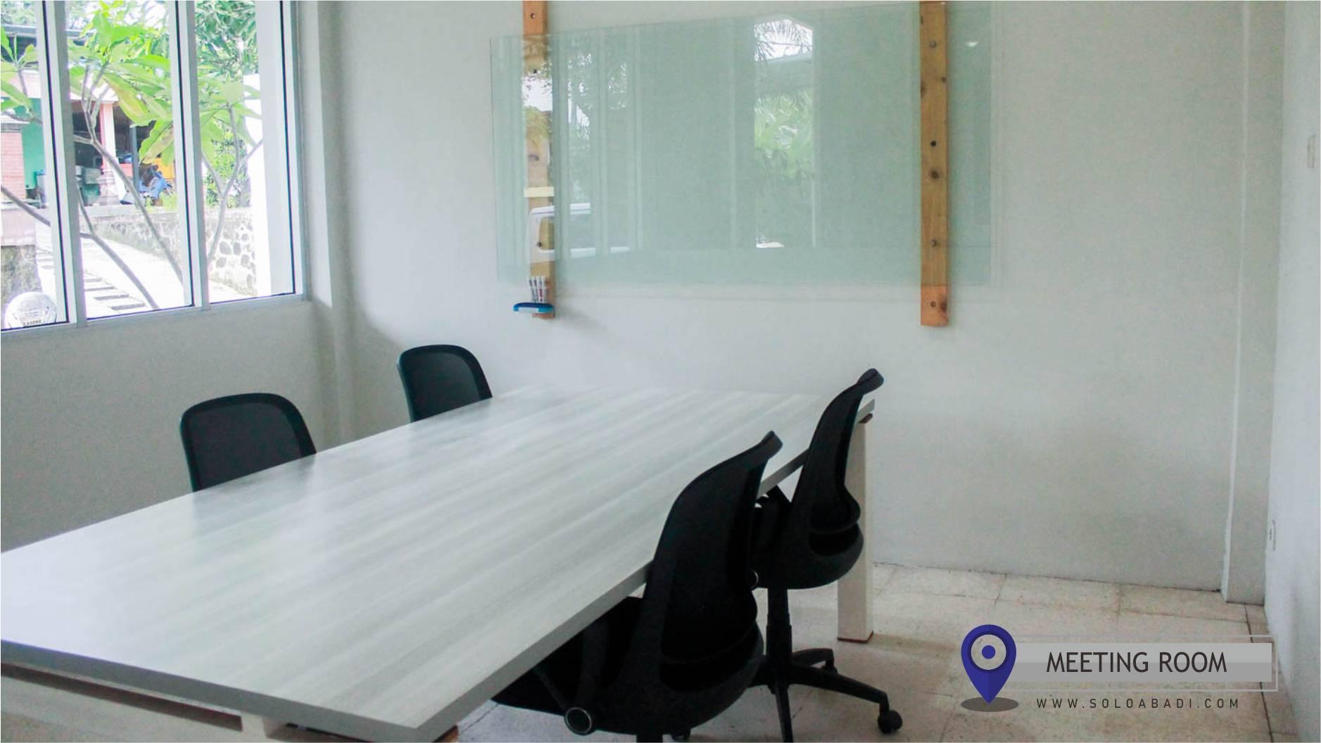 Meeting Room Solo Abadi untuk berbincang dengan tamu