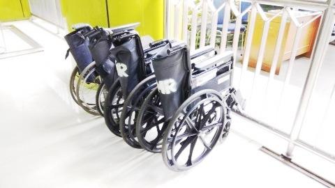 fasilitas kursi roda di stasiun gambir