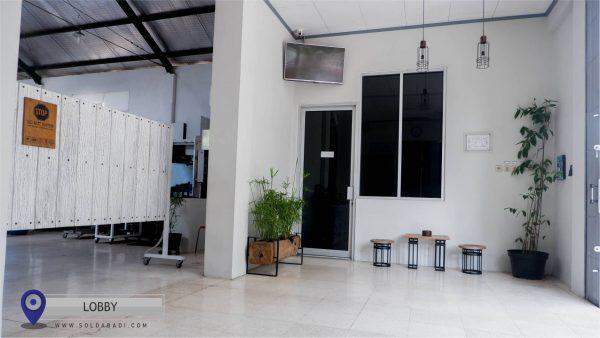 Ruang Lobby yang menunjukkan Lokasi Solo Abadi
